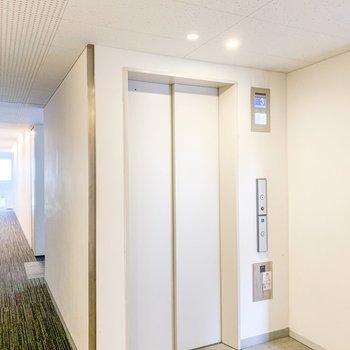 エレベーターもなんだかカッコイイです。
