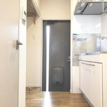 玄関は少し段差があります。
