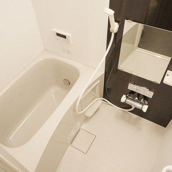 追い炊きに浴室乾燥も付いてるよん♪。※写真は103号室のもの