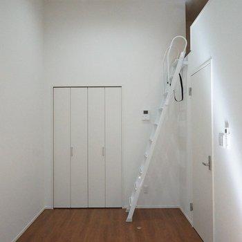 真っ白のお部屋に何色を加えます?。※写真は103号室のもの