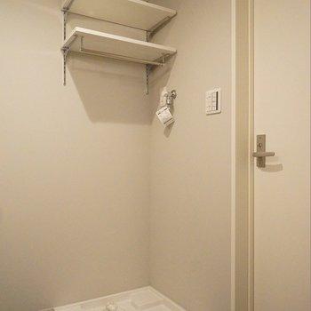こういう棚って助かるんです。※写真は102号室のもの