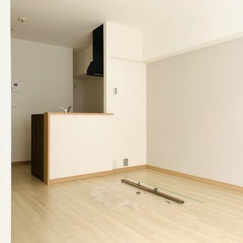 キッチンの奥には冷蔵庫のスペース