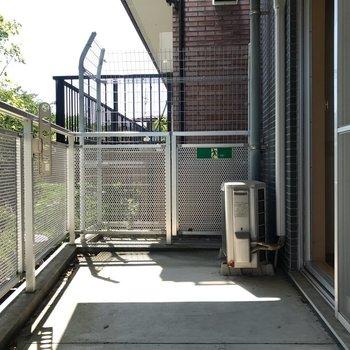 広々バルコニーでは、芝のいい香りが漂います。 ※写真は1階反転間取り別部屋のものです