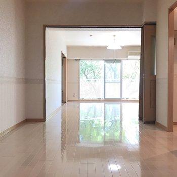 開放感溢れるお部屋です。 ※写真は1階反転間取り別部屋のものです