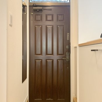 チョコレートみたいな玄関扉。