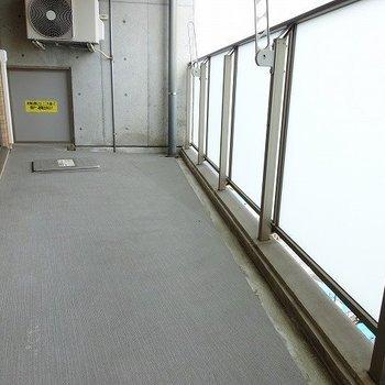 広々バルコニー(※写真は8階の同間取り別部屋のものです)