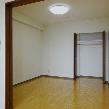 リビング横に一部屋(※写真は8階の同間取り別部屋のものです)