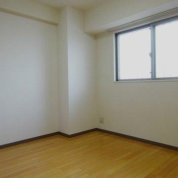 独立した洋室(※写真は8階の同間取り別部屋のものです)