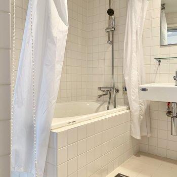 浴室も十分な広さが確保されています。