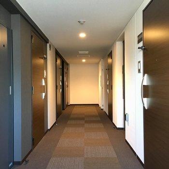 共用廊下は絨毯なので、足音が静かです。