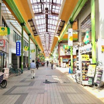近くに商店街がありました。美味しそうなお店がたくさん。