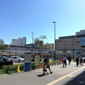 JRと京急の駅があり、使い分けできます。