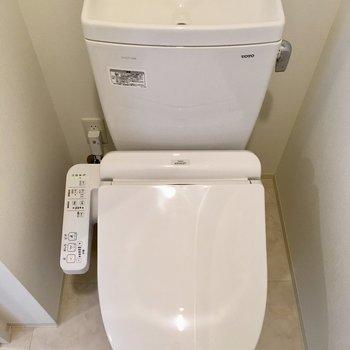 個室トイレはウォシュレットです。※写真は11階の同間取り別部屋のものです