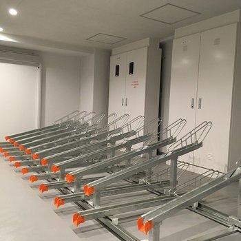 自転車置き場は敷地内に。