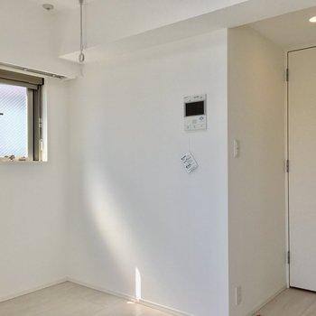 2面採光の角部屋ですよ。※写真は11階の同間取り別部屋のものです