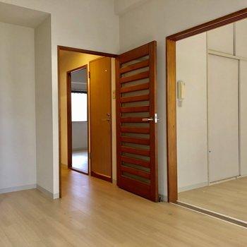 【DK】扉のデザインがお洒落ですね