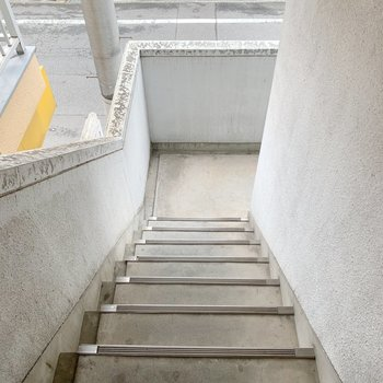 階段で2階まで。