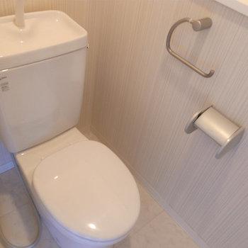 トイレはシンプルです(※写真は5階の同間取り別部屋のものです)