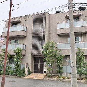 駅から徒歩約3分の場所にあるマンションです