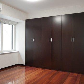5.6帖の部屋のクローゼットには※写真は同間取り別部屋