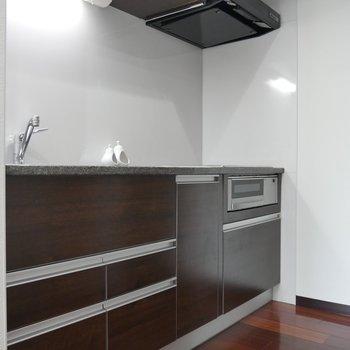 キッチンもすっきりとしたデザインです◎※写真は同間取り別部屋