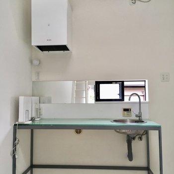 【2階】キッチンはシンプルな作り。