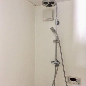 【1階】シャワーヘッドはふたつも。