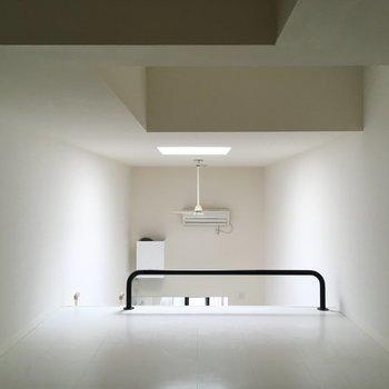 【ロフト】一部立てるほど天井が高くなっています。