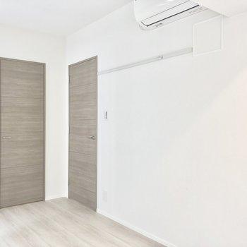 【洋室】こちらにもエアコン付いてます!※写真は2階の同間取り別部屋のものです
