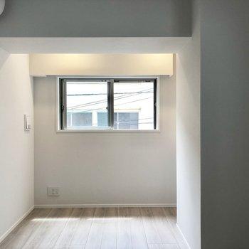 【洋室】こちらを寝室に使おうかな。※写真は2階の同間取り別部屋のものです