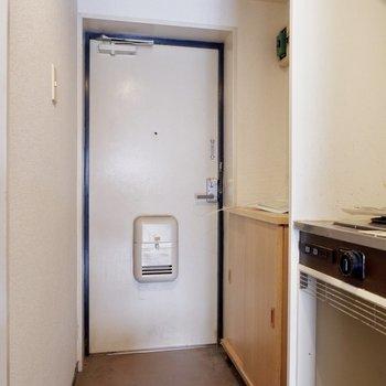 【工事前】玄関も白タイルで明るい印象になります◎