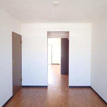 【洋室②】団子のようにお部屋が連なっています。