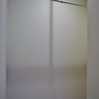 オープンクローゼットです!。※写真は同タイプの別部屋
