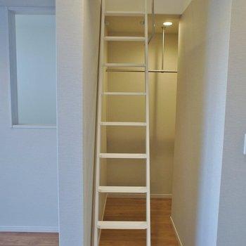 梯子を上ってロフトへ♪。※写真は同タイプの別部屋
