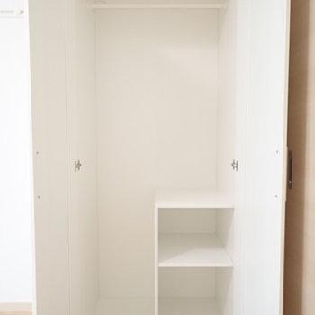 小棚…。お地蔵さんみたい。