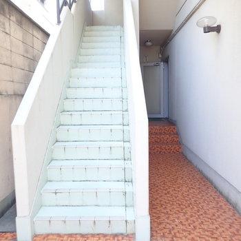 最寄りの階段はこちら。