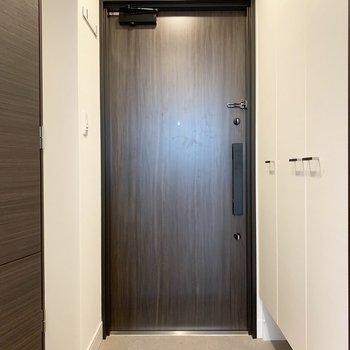 鍵が2つついています。※写真は5階の同間取り別部屋のものです