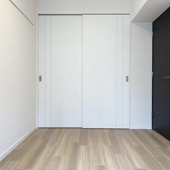 【洋室】この部屋いっぱいにベッドを置きたい。※写真は5階の同間取り別部屋のものです