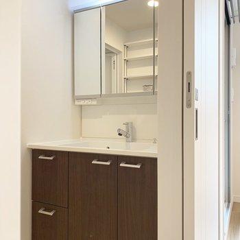 綺麗に使いたくなる洗面台です。※写真は5階の同間取り別部屋のものです