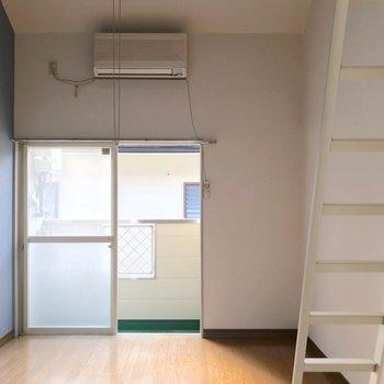 ロフト付きなので天井が高い!開放感がありますよ。