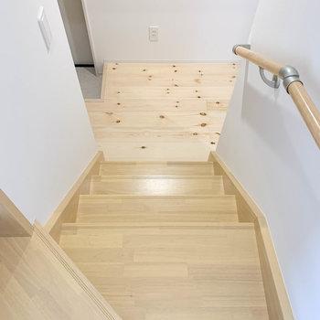 さて、階段を降りて1階へ。