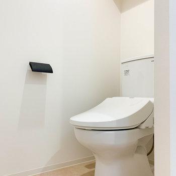 サニタリー1番奥にトイレがあります。
