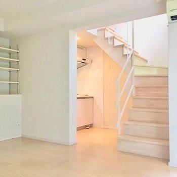 階段が自慢なの!(※写真は3階の反転間取り別部屋のものです)