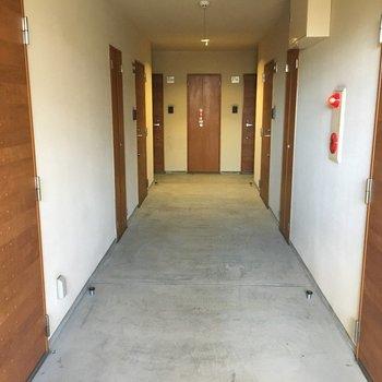 このドアが並んだ共用部にもまた、キュン♡