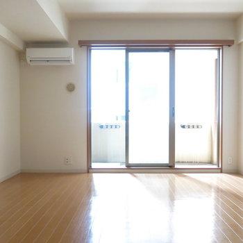 天井が高いので開放感あります!(※写真は3階の同間取り別部屋のものです)