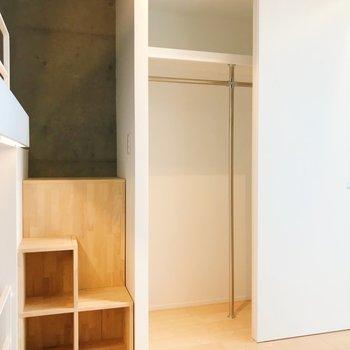 【Bedroom】収納もしっかりと。スキップフロアの部分にも収納できますね。