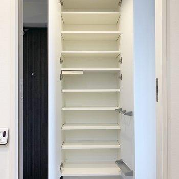 これなら、玄関に靴を置かなくても良さそう。※写真は7階の同間取り別部屋のものです