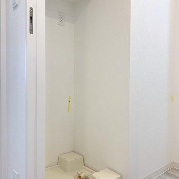 上に棚が付いているのは嬉しいポイント!※写真は7階の同間取り別部屋のものです