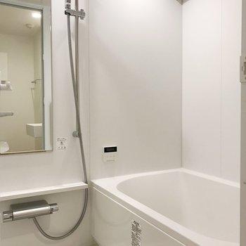 浴槽もゆったりと。