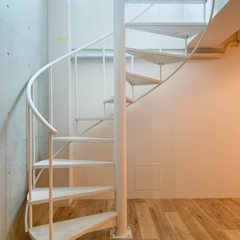 【B1洋室】さて、螺旋階段を登って再び1階へ。